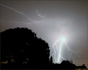 Lightning flash over Southern California (September 19, 2005)